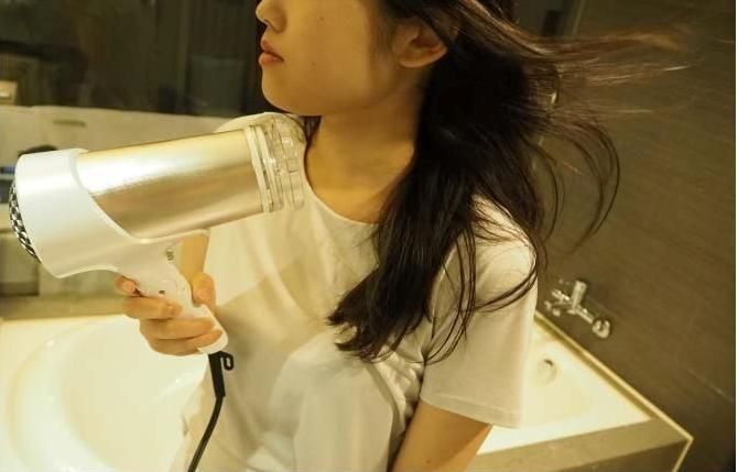海外でも美髪。旅先でもヘアスタイルが決まるドライヤーを使ってみました