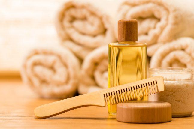 髪をダメージから守るには?美容師に聞く、おすすめのヘアケアオイルと効果的な使い方