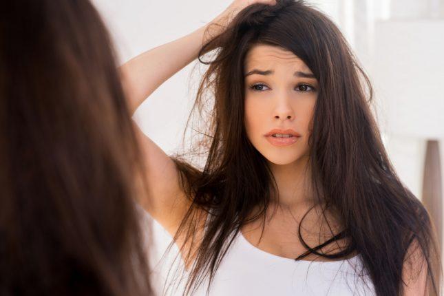 髪の毛が湿気で広がってしまうのはなんで?美容師に聞く、原因と対策