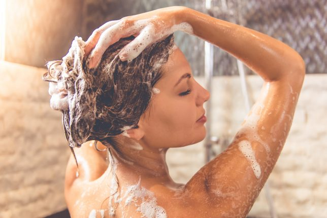 シャンプーを行う時は38度のお湯がベスト!?美容師に聞く、正しい洗髪のやり方