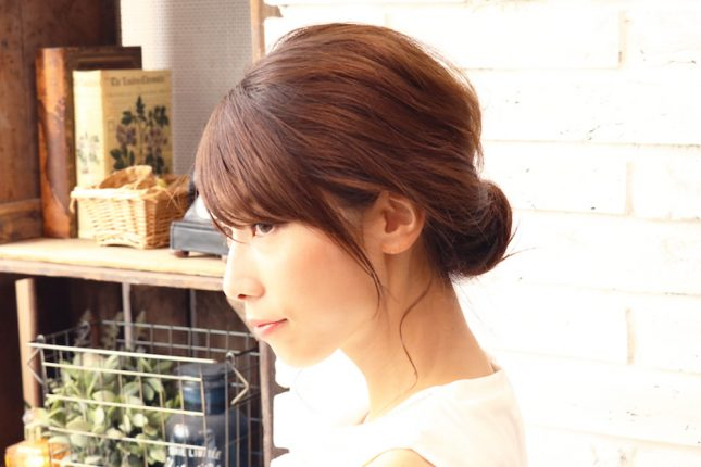 くせ毛を直すには?原因と、くせを抑えるための簡単ヘアアレンジを美容師に聞いてみた