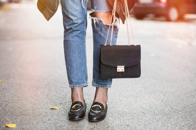 下ろしたての革靴が痛いという方へ。伸ばすための方法を女性100人に聞いてみた