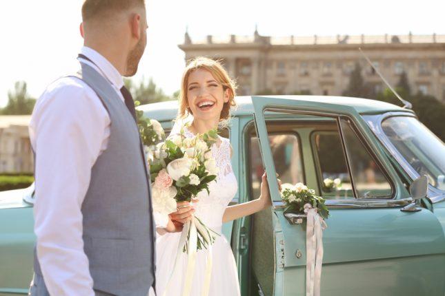 【外堀から埋めるべし】20代で結婚した女性に、彼氏にプロポーズさせる方法を聞いてみた
