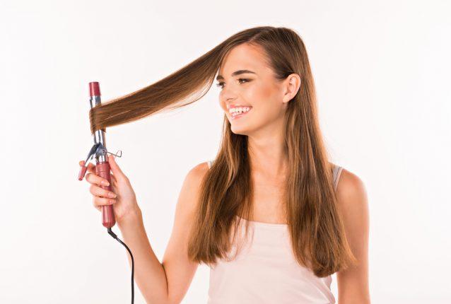夜まで巻き髪キープしたい!美容師9人におすすめの最強ヘアスプレーを聞いてみた