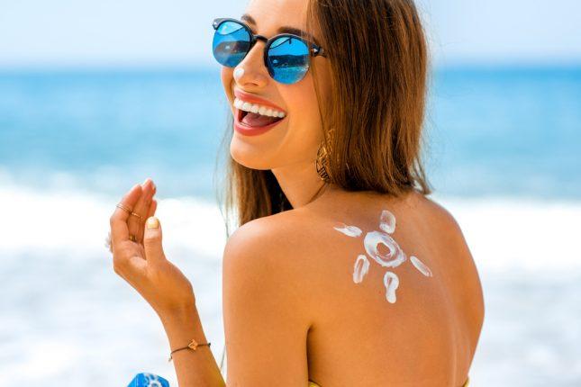 意外と知らない日焼け止めの塗り方。SPFとPAの違いや塗るタイミングって?