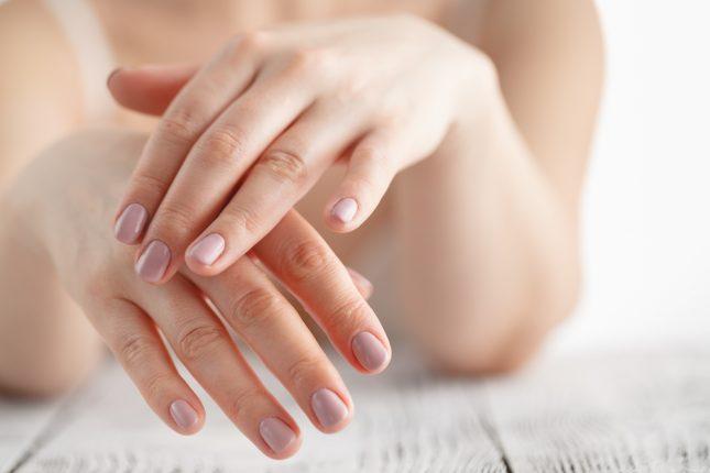 手のマッサージは美肌や内臓のはたらき改善にも◎押さえたいツボやセルフマッサージの方法って?